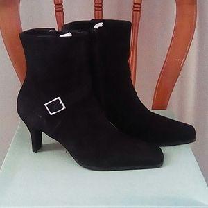 Gianni Bini Black Suede Boots 7